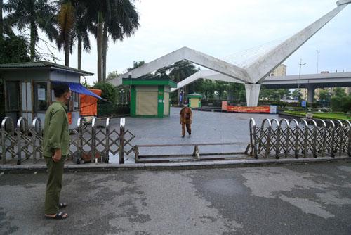 cong-vien-dong-cua-nguoi-dan-lao-ra-via-he-tap-the-ducdocx-1620280107434.jpeg