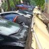 하노이시: 폭우와 강풍으로 담장 무너져 주차된 자동차 13대 파손