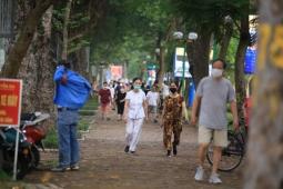 하노이시: 공원 폐쇄하니 거리로 쏟아지는 사람들..., 코로나 방역 무관심