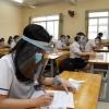 과잉 대응? 베트남 학교 교실에서 안면 보호용 캡 착용하고 수업