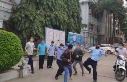 베트남 북부 종합병원에서 경비원과 환자 가족간 패싸움.., 마스크 때문에?