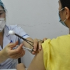 """베트남 보건 전문가들이 제안하는 """"백신 접종 전 주의사항 10가지"""""""
