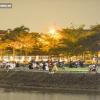 하노이시: 이 와중에도 폐쇄된 공원으로 몰려드는 젊은이들 '방역은 나 몰라'