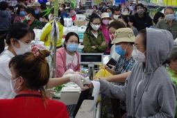호찌민市, 생필품 사려고 줄서서 대기, 일부 신선 식품은 동나