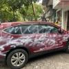 베트남, 보도에 주차한 자동차 페인트 테러 당해.., 경찰 조사 중