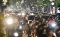 하노이시: 쏟아져 나오는 사람들로 전염병 재확산 우려 재기