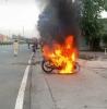 베트남에서 거리두기 중 서류 확인 요청하자 오토바이 불태운 남성 체포