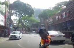 하노이, 운전중이던 오토바이에서 화재 발생