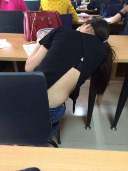 베트남 교실에서 포착한 민망 패션