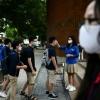 베트남, 약 3개월간의 바이러스 파동 후 학교로 돌아오는 학생들