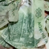 베트남 지폐를 드라이기로 말리면? 수축되어 사용할 수 없다.