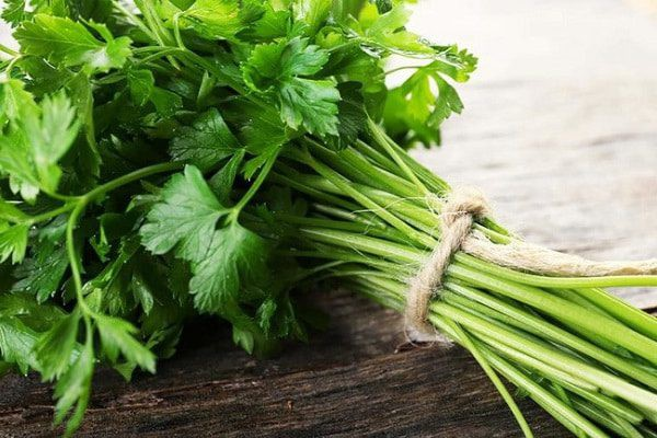 parsley_goi_la_rau_mui_tay_600x400_moqk.jpg