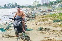 다낭시, 태풍 5호 영향으로 해안가는 쓰레기장으로 변신