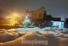빈증성: 폭우 내린 후 하천을 가득채운 거품으로 환경 당국 조사