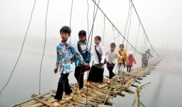 베트남 산간 마을의 위험한 동행
