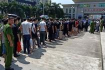 """꽝닌省, 중국인 28명 """"불법 주식 거래소"""" 운영 혐의로 추방"""