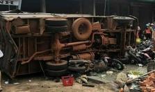 베트남 중부 닥농성, 트럭이 시장 덮쳐 사망 5명