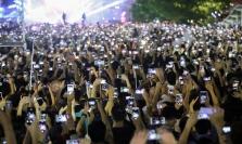 설문조사: 베트남 사람들 하루에 4시간 이상 스마트폰 사용