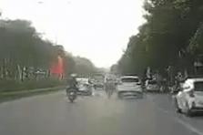 하노이시: 무면허 10대가 음주 운전하다 교통 사고로 1명 사망, 7명 부상
