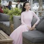 전통 아오자이 의상 입은 Nha Phuong