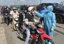 호찌민시, 도로 검역통제소에서 '고열' 2명의 중국인 시설 격리