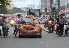 살아가는 이야기 : 설(Tet)이 가까워지면 더 바빠지는 교통 경찰