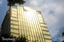 하노이시, 무더운 여름날 눈부심 유발하는 '황금빛 건물'