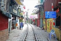 하노이 명물 철로옆 커피 가판점, 위험성 지적에 역사의 뒤안길로
