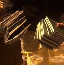 다낭市, 쓰레기장에 버려진 여권 19개 찾아준 손길에 감동