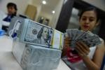 베트남, 동화 환율 평가 절하...., 시중 은행들의 달러 매입