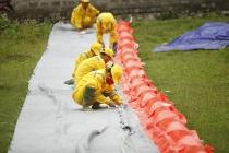 하노이, 다강 정수장 주변에 오일펜스 설치 완료