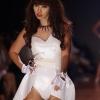 베트남 슈퍼모델, 야한 의상 입었다가 3개월 공연 금지
