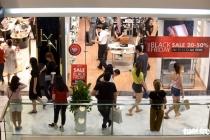 블랙 프라이데이: 쇼핑객들로 넘쳐나는 상점들