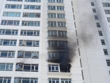 호찌민시, 고층 아파트 12층에서 화재 발생.., 주민들 황급히 대피
