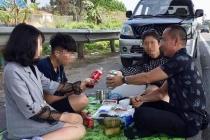 온라인에 고속도로 갓길에서 음식먹는 사진 올렸다가 '혼쭐'