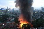하노이, 가구거리에서 대규모 화재 발생..., 소아병원 입구