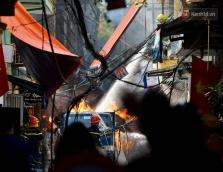 하노이, 가스통 배달 트럭에서 화재 발생.., 길거리 무법자