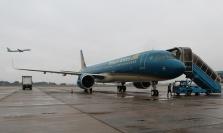 베트남 항공: 비행기 탑승 계단에서 추락해 사망