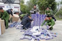 베트남 중부, 약 1만 보루 담배 밀수 트럭 압수 수색