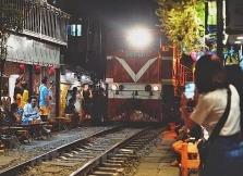 하노이, 여행객들에 인기끄는 철로옆 카페 폐쇄  예정
