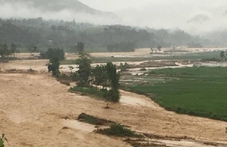 베트남, 북부와 중부에서 홍수와 산사태로 10명 사망..., 사망자 증가 예상