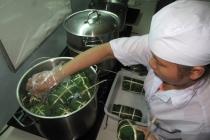 베트남, 식품위생 관리 강화..., 위생 장갑 사용 안하면 벌금 3백만동