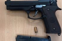 하노이, 도로에서 길 막았다고 권총 발사한 남성 체포