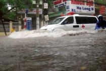 """올해도 반복되는 """"폭우로 잠긴 하노이"""""""