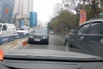 하노이, 최고급 승용차 벤틀리타고 역주행한 남성에 1백만동 벌금