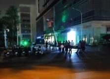 하노이시: 최고급 아파트 출입로에서 사망자 2명 확인.., 조사 중