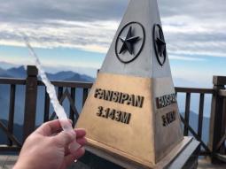 베트남 북부 판시팡 꼭대기에 고드름