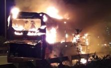 하노이, 버스 화재 발생으로 전소.., 인명피해 없어
