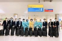 베트남 항공 승무원들 경영악화 회사위해 기본급 자진 반납