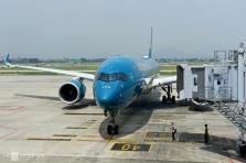 코로나 발생이후 6개월 만에 처음으로 운항된 상용 비행편 도착 상황